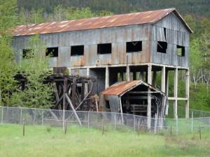 P1030380-edited_highway_building_rust